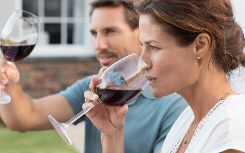 Online-Weindegustation zu den Grundlagen für einen guten Weinservice
